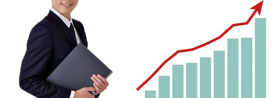 ビジネスマンと右肩上がりの棒グラフ